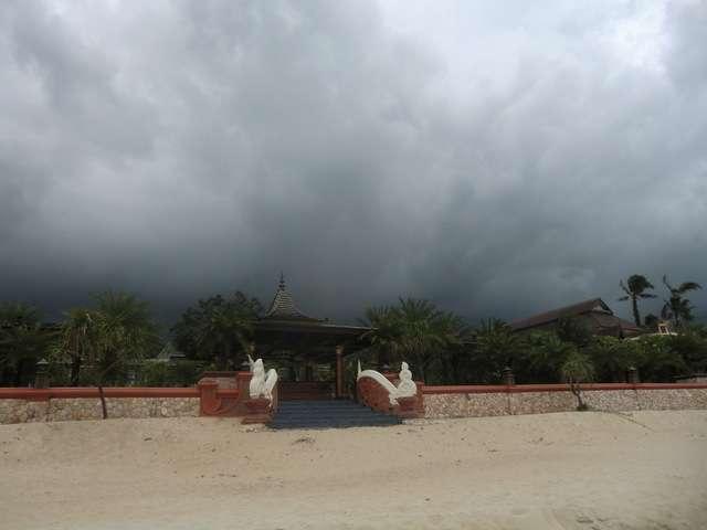 dicke schwarze Wolken im Anmarsch